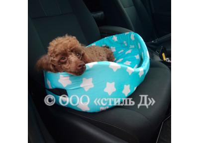 Лежанка для машины с мягкой подушкой